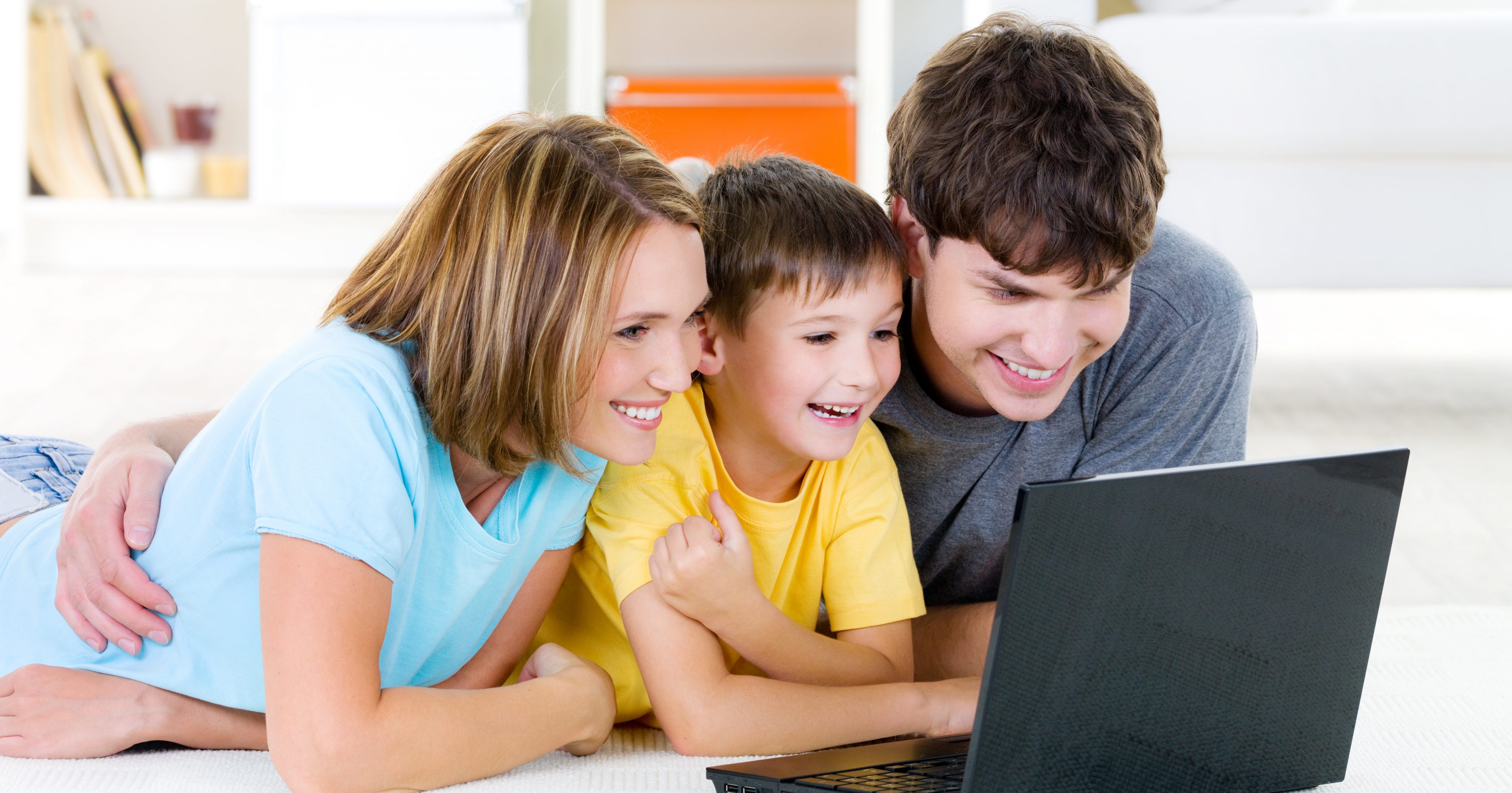 играю игры, семья ноутбук картинки специальные саморезы